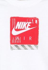Nike Sportswear - TEE AIR SHOE BOX - T-shirt imprimé - white - 4