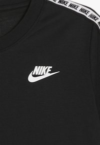 Nike Sportswear - REPEAT TEE - T-shirt imprimé - black/white - 3