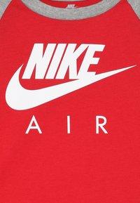 Nike Sportswear - AIR RAGLAN - Langarmshirt - university red - 3