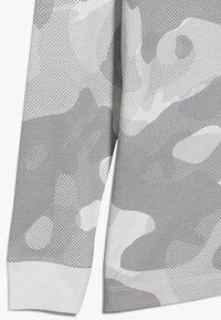 Nike Sportswear - CAMO - Longsleeve - platinum tint/vast grey - 2