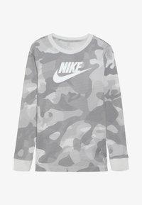 Nike Sportswear - CAMO - Longsleeve - platinum tint/vast grey - 3
