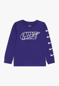 Nike Sportswear - OUTLINED BLOCK TEE - Maglietta a manica lunga - court purple - 0