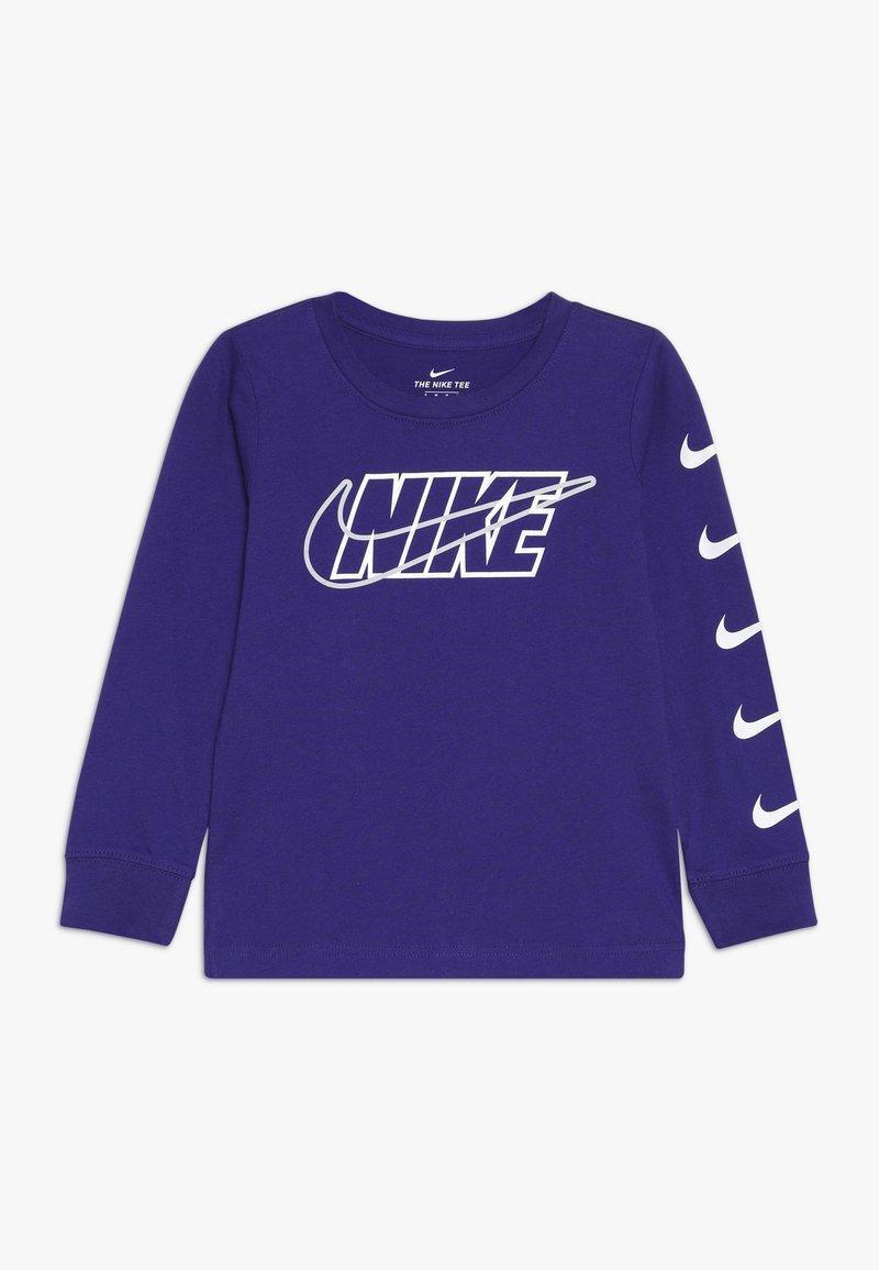 Nike Sportswear - OUTLINED BLOCK TEE - Maglietta a manica lunga - court purple
