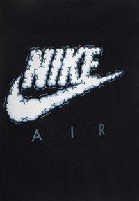 Nike Sportswear - AIR CLOUDS - Print T-shirt - black - 2