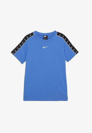 TEE TAPE - Print T-shirt - pacific blue