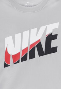 Nike Sportswear - PERFORMANCE - Print T-shirt - light smoke grey - 3