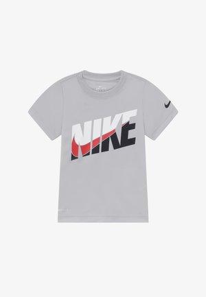 PERFORMANCE - T-shirt imprimé - light smoke grey