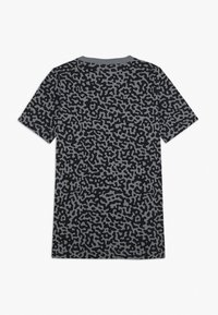 Nike Sportswear - TEE MEZZO - Camiseta estampada - smoke grey/black - 1