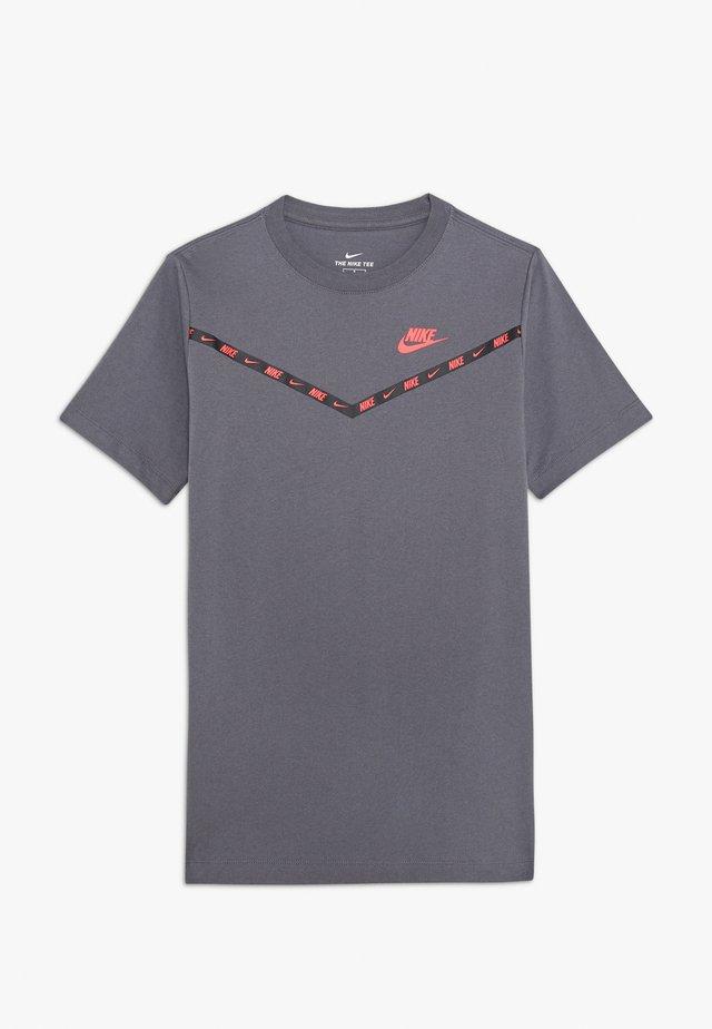 TEE CHEVRON - Camiseta estampada - dark grey