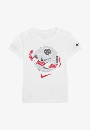 SOCCER BALL TEE - T-shirt imprimé - white