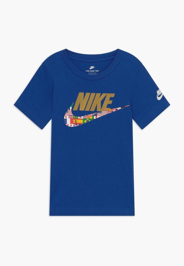 WORLD FUTURA TEE - T-shirt med print - blue