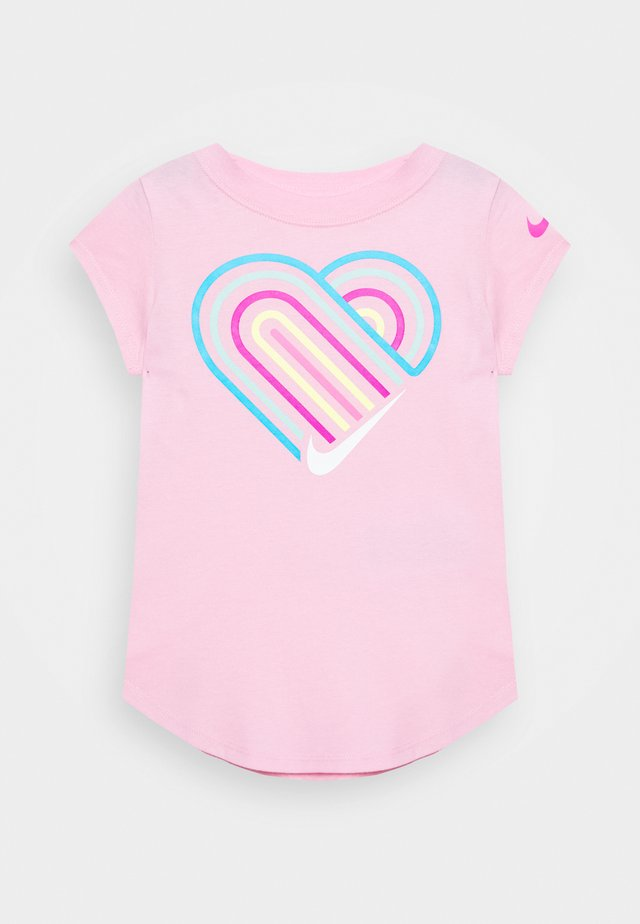 LINED HEART SCOOP TEE - T-Shirt print - pink