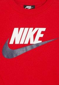 Nike Sportswear - CREW CLUB - Sweatshirt - university red - 4