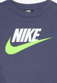 Nike Sportswear - CREW CLUB - Sweatshirt - sanded purple - 4