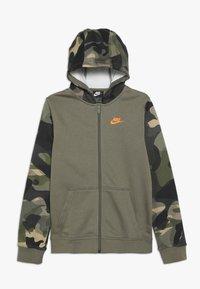 Nike Sportswear - CLUB - Hoodie met rits - medium olive/total orange - 0