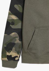Nike Sportswear - CLUB - Hoodie met rits - medium olive/total orange - 2