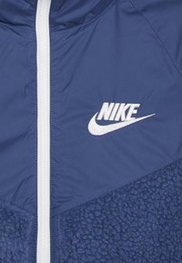 Nike Sportswear - WINTERIZED - Fleecejacka - mystic navy/white - 4