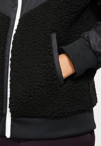 Nike Sportswear - NIKE SPORTSWEAR WINDRUNNER SHERPA-JACKE FÜR ÄLTERE KINDER (JUNGEN) - Blouson - black/white - 5
