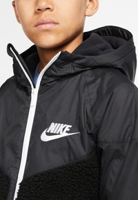 Nike Sportswear - NIKE SPORTSWEAR WINDRUNNER SHERPA-JACKE FÜR ÄLTERE KINDER (JUNGEN) - Blouson - black/white - 3