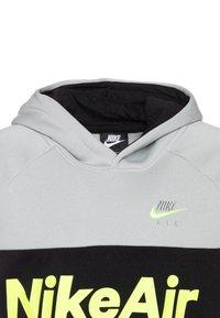 Nike Sportswear - B NSW NIKE AIR PO - Felpa con cappuccio - light smoke grey/white/black/volt - 2