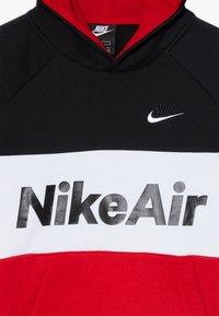Nike Sportswear - B NSW NIKE AIR PO - Mikina skapucí - black/university red/white - 4
