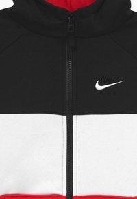 Nike Sportswear - Sudadera con cremallera - black/university red/white - 3