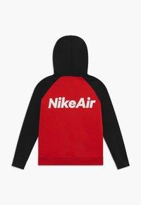 Nike Sportswear - Sudadera con cremallera - black/university red/white - 1