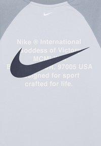 Nike Sportswear - CREW - Sweatshirt - football grey/obsidian mist/white - 3