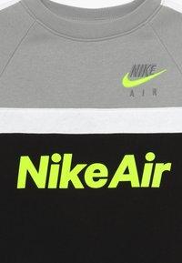 Nike Sportswear - CREW - Bluza - smoke grey - 3