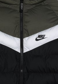 Nike Sportswear - JACKET FILLED - Veste d'hiver - black/medium olive/white - 3