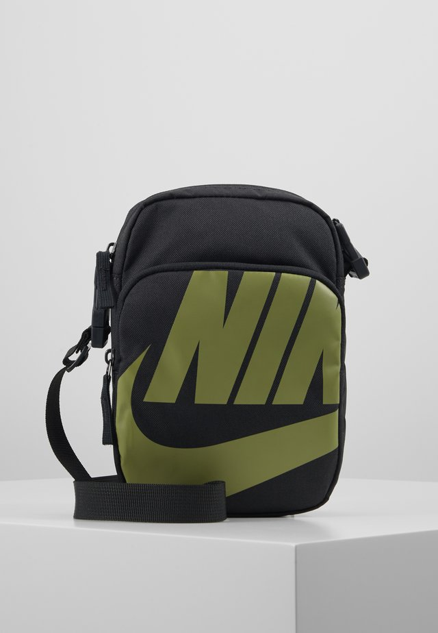 NIKE HERITAGE 2.0 - Torba na ramię - dark smoke grey/dark smoke grey/dusty olive
