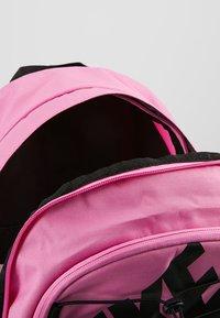 Nike Sportswear - HAYWARD - Reppu - china rose/black - 4