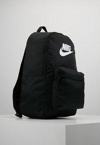 Nike Sportswear - HERITAGE - Rugzak - black/white - 3