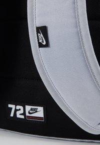 Nike Sportswear - HERITAGE - Sac à dos - sky grey/saffron quartz/white - 6