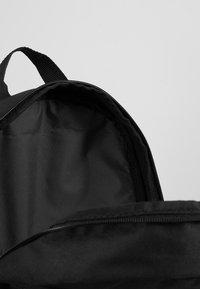 Nike Sportswear - Y NK ELMNTL BKPK - GFX FA19 - School set - black/white - 5