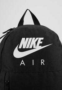 Nike Sportswear - Y NK ELMNTL BKPK - GFX FA19 - School set - black/white - 2