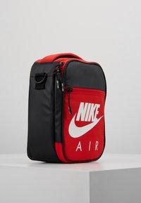 Nike Sportswear - FUELPACK - Taška spříčným popruhem - university red - 4