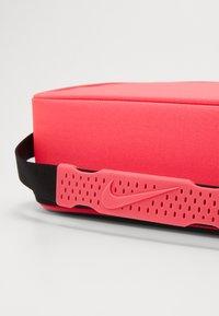 Nike Sportswear - FUTURA FUEL PACK - Kabelka - black/racer pink - 5