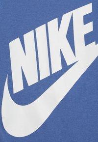 Nike Sportswear - FUTURA LOGO HAT BOOTIE BABY SET - Body - mountain blue - 2
