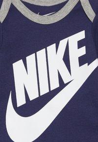 Nike Sportswear - FUTURA LOGO HAT BOOTIE BABY SET - Bonnet - blue void - 3
