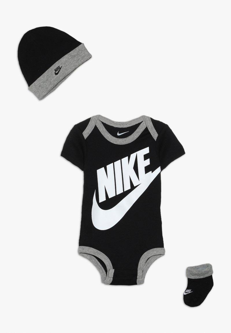 Nike Sportswear - FUTURA LOGO HAT BOOTIE BABY SET - Pipo - black