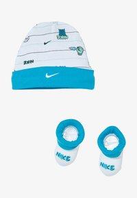 Nike Sportswear - HAT BABY SET - Muts - white - 2
