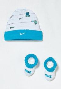 Nike Sportswear - HAT BABY SET - Muts - white - 0