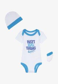 Nike Sportswear - MOTIVATE VERBIAGE BABY SET  - Regalos para bebés - white - 2
