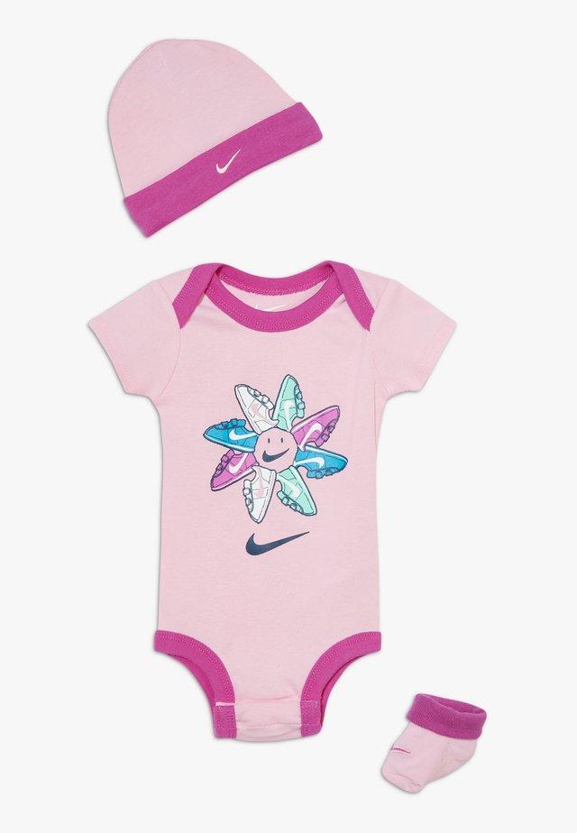 FEMME BABY SET - Cadeau de naissance - pink