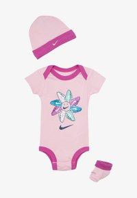Nike Sportswear - FEMME BABY SET - Cadeau de naissance - pink - 2