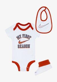 Nike Sportswear - VERBIAGE SET BABY 3 PACK - Cadeau de naissance - white - 4