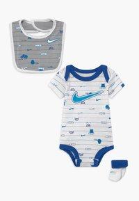 Nike Sportswear - BABY SET  - Regalos para bebés - white - 0
