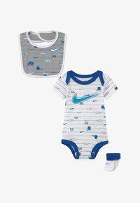Nike Sportswear - BABY SET  - Regalos para bebés - white - 3