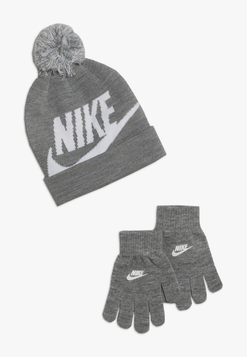 Nike Sportswear - POMBEANIEGLOVESET - Hansker - grey heather